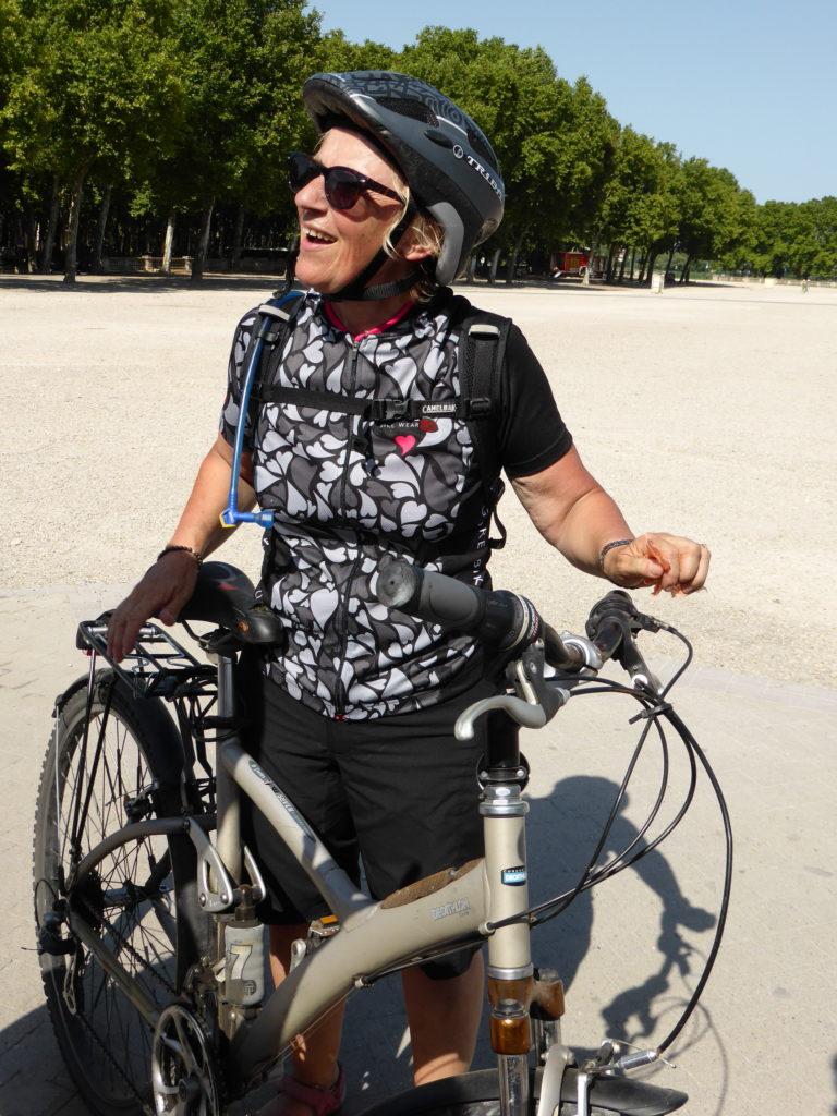 Bordeaux 2015 arrivée de Mme Bonnet avec les cyclistes de PROPS